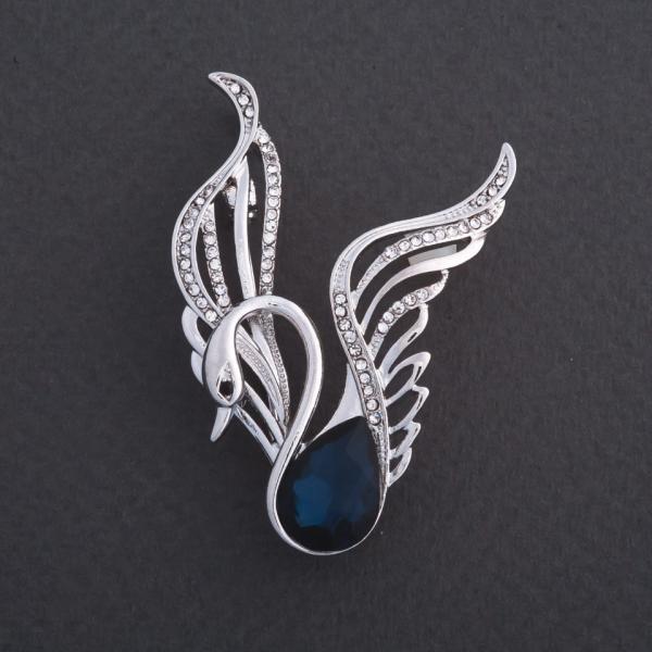 "Брошь ""Царевна Лебедь"" синий кристалл 5х2,7см цвет металла ""серебро"""