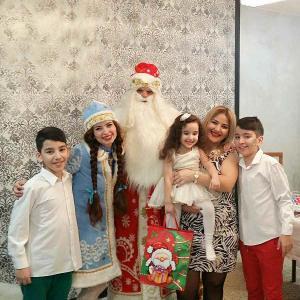 Фото  Снегурочка и Дед Мороз на Новый год