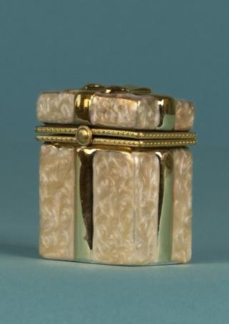 """Подсвечник """"Подарочная коробка с бантом"""" 5 см"""