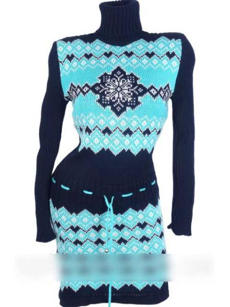 Вязаное платье с зимним узором