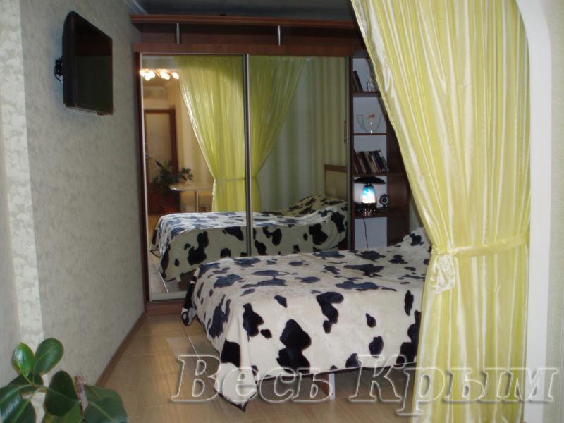 38  Аренда Ялта: 1 комнатные  апартаменты ( леопард ) рядом с Набережной ул Свердлова