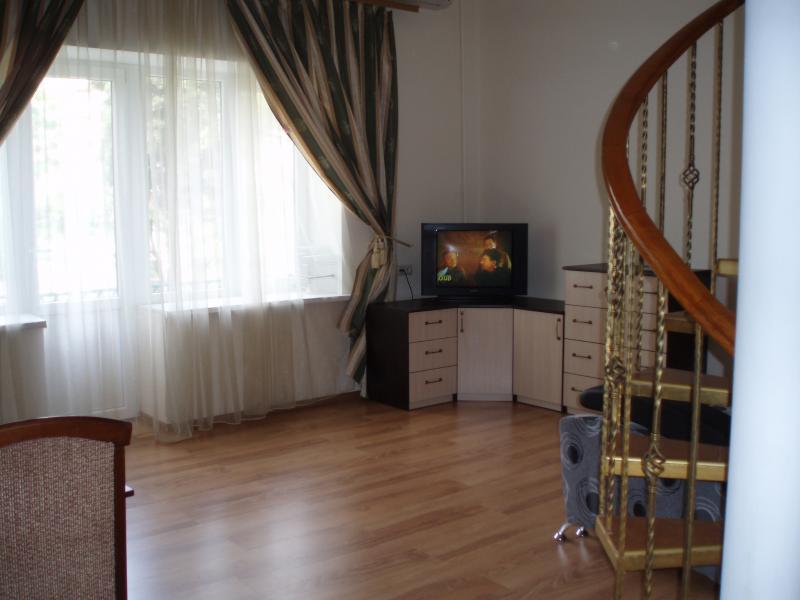 39  Аренда Ялта: 1 комнатные двухуровневые  апартаменты ( студия  ) рядом с Набережной ул Свердлова