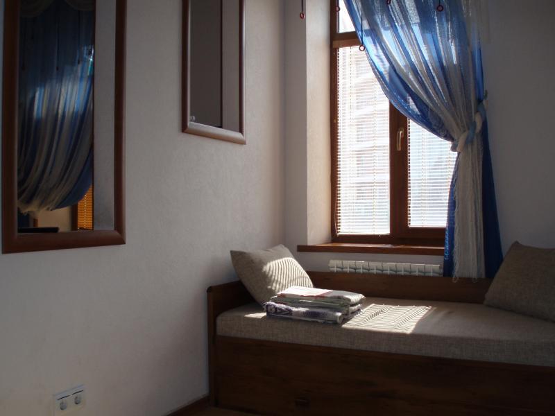 40 Аренда Ялта: 1 комнатные   апартаменты ( с маленькой комнатой  ) Фонтанная рядом с Набережной