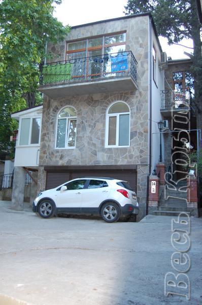30  Жилье посуточно  Ялта: 2-х комнатные  апартаменты  2+1 ( Лена ) ул Садовая   рядом с Набережной парковка Жилье для отдыха в Крыму