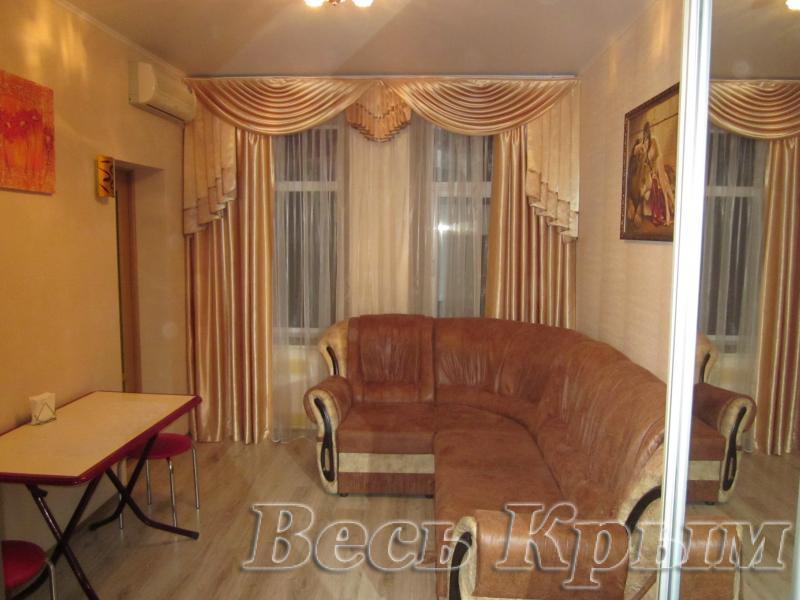 27  Аренда Ялта: 2-х комнатные  апартаменты ( Оксана ) ул Свердлова   рядом с Набережной