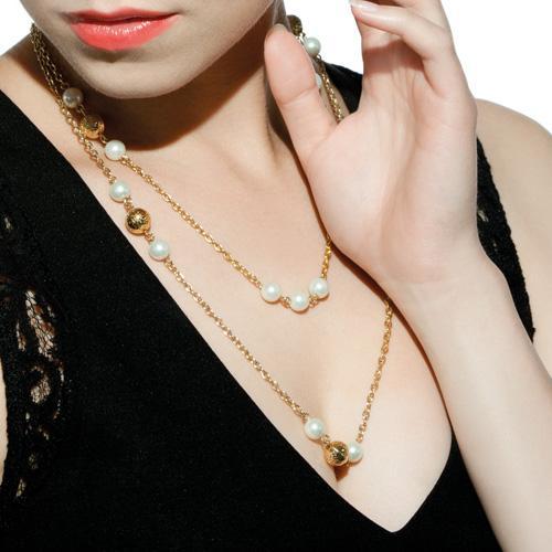 Ожерелье из белого жемчуга с золотыми бусинами