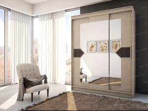 Фото  Шкаф-купе с зеркалами в центральном отсеке и декором. Венге/лиственница светлая