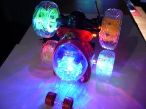 Фото Машины, багги, траги, монстры. Машинка перевертыш , красная с музыкой и подсветкой. 18 см, № 9808M-SP