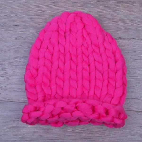 Шапка крупной вязки, яркий розовый, акрил 100%