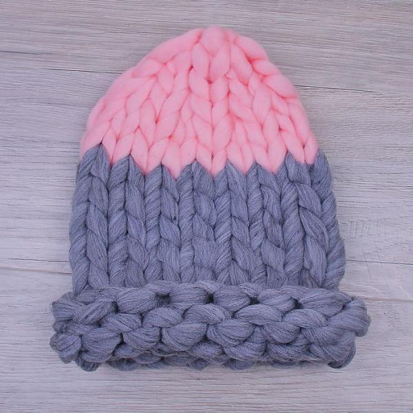 Шапка крупной вязки, двуцветная серый/розовый, акрил 100%