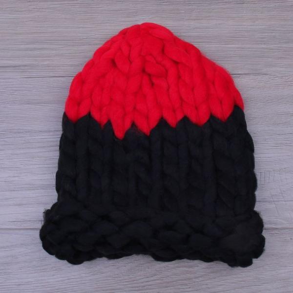 Шапка крупной вязки, двуцветная черный/красный, акрил 100%