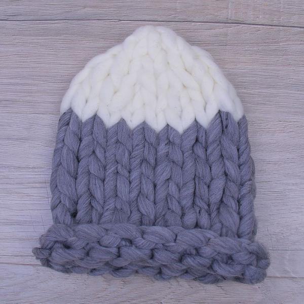 Шапка крупной вязки, двуцветная серый/белый, акрил 100%