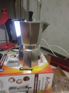 Фото  Гейзерная кофеварка из алюминия на 6 чашечек- 300 мл