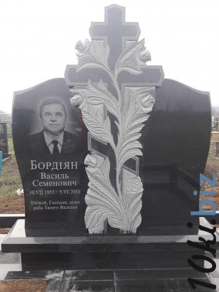 Памятник на двоих с крестом в розах купить в Кировограде - Надгробия и памятники с ценами и фото