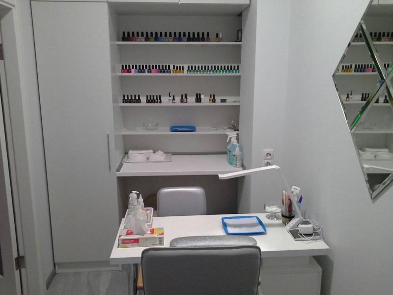 Сдам в аренду кабинет 7 кв.м для мастеров маникюра/педикюра в салоне красоты