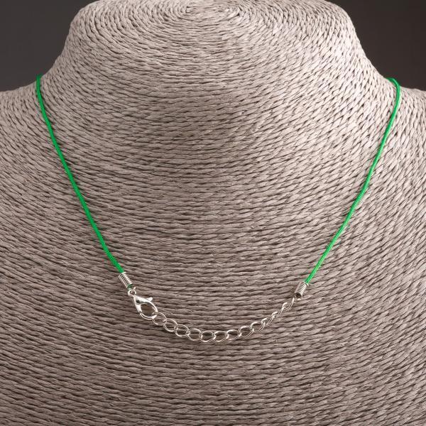 Шнурок 58 см Цветной Зеленый с застежкой-карабинчиком
