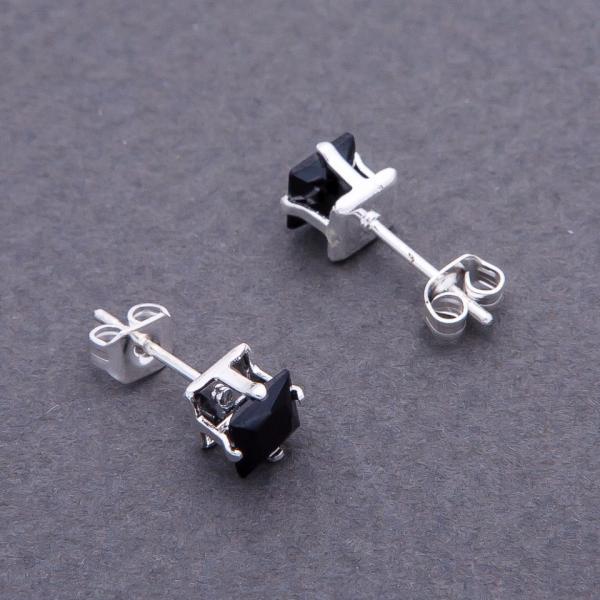Серьги гвоздики с черными кристаллами  d- 6 мм