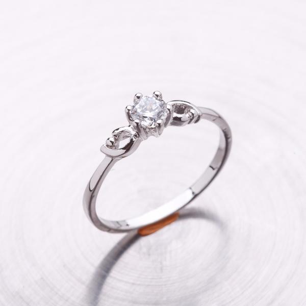 Кольцо помолвочное серебристое с цирконием (имитация)