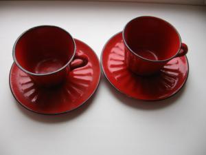 Фото Антикварная кухонная утварь,  тарелки, блюда, блюдца Красная кружка с блюдцем 2 шт