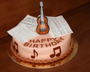 Фото Торты, Праздничные торты Торт гитара и ноты (музыканту, барду)