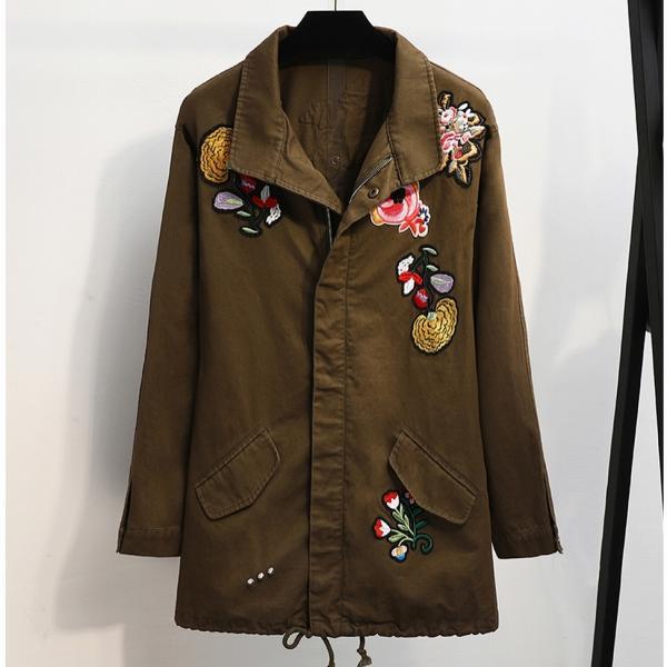 Джинсовая курточка с нашивками