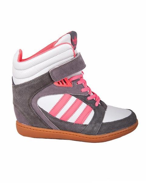 Кроссовки- сникерсы на шнуровке