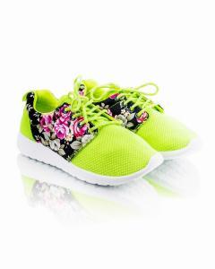 Фото  Кроссовки салатовые с цветочным принтом