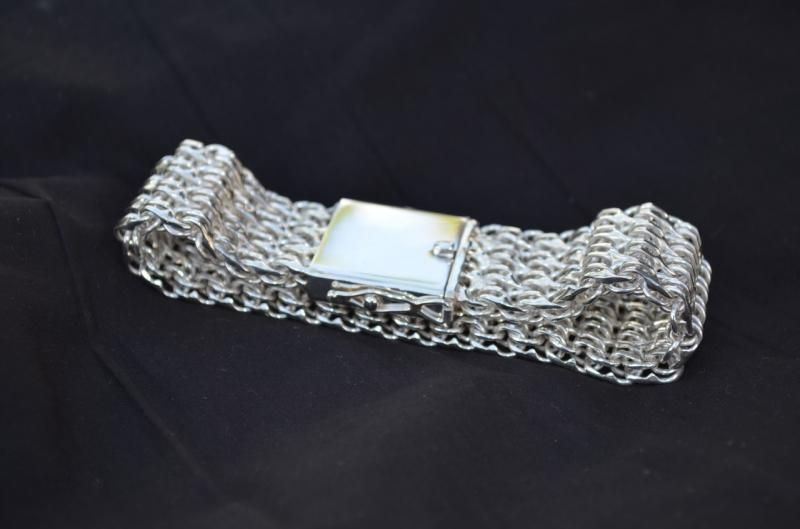 Фото Цепочки и браслеты ручного плетения Четырёхрядный бисмарк