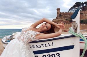 Фото Свадебные платья Непышное свадебное платье с открытой спиной  Линда