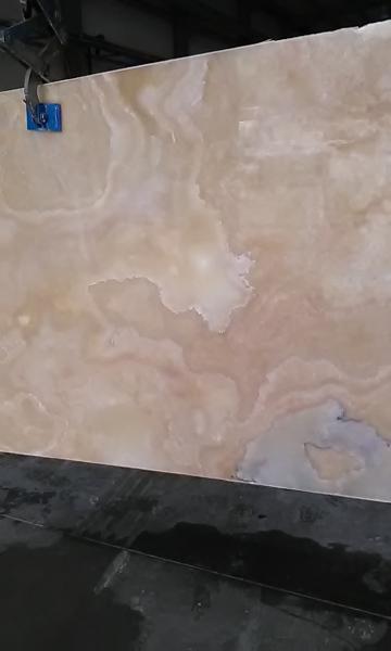 Оникс медовый камень облицовочный