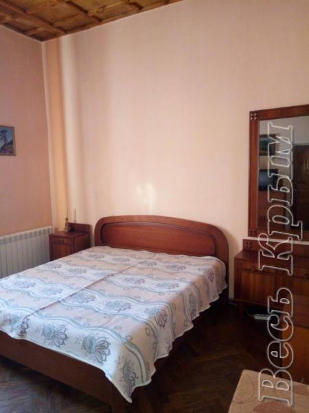 30  Аренда Ялта: 2-х комнатные на 3+1   апартаменты ( Лена ) ул Садовая   рядом с Набережной