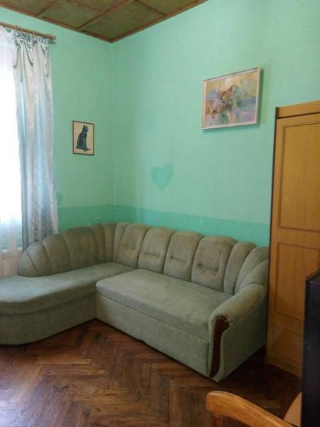 Фото  30  Аренда Ялта: 2-х комнатные на 3+1   апартаменты ( Лена ) ул Садовая   рядом с Набережной папрковка