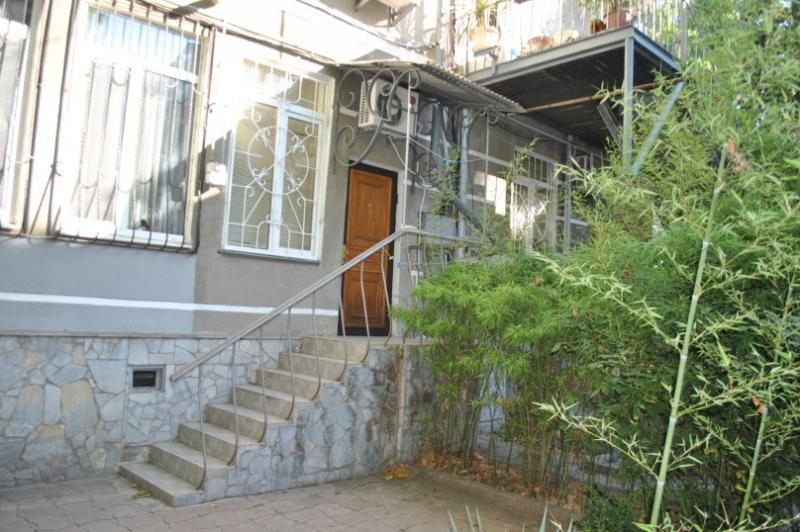 09 Сдам посуточно 2-х комнатные апартаменты аренда жилья Ялта р-н театр Юбилейный - центр набережной