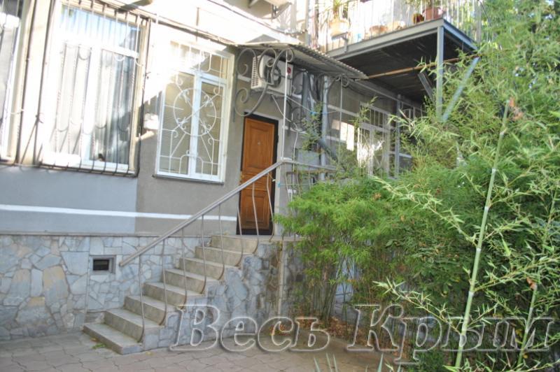 09 Сдам посуточно 2-х комнатные апартаменты аренда жилья Ялта р-н театр Юбилейный - центр набережной  Жилье для отдыха в Крыму