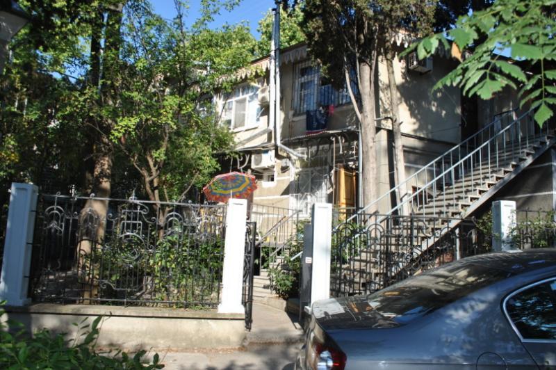 09  Сдам посуточно однокомнатные апартаменты аренда жилья Ялта р-н театр Юбилейный - центр набережной