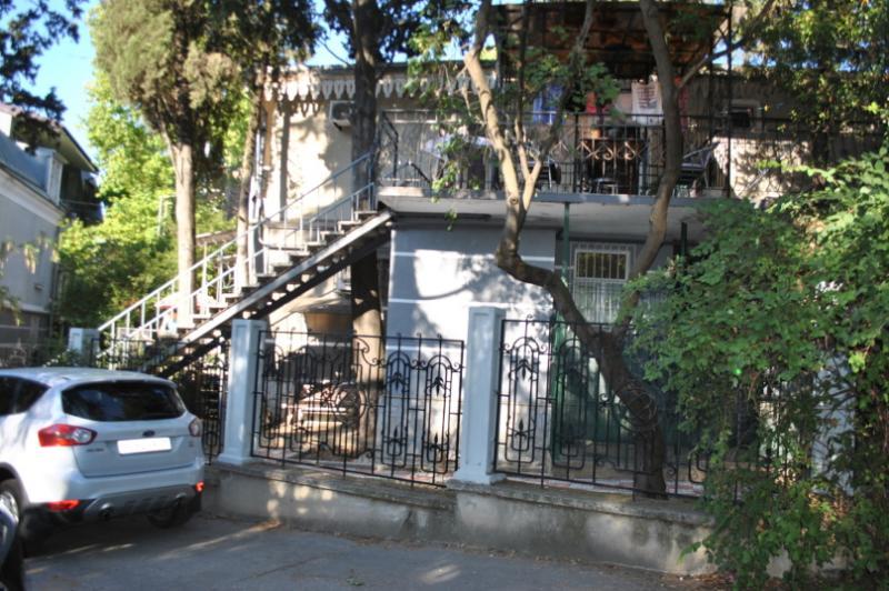 Фото  09  Сдам посуточно однокомнатные апартаменты аренда жилья Ялта р-н театр Юбилейный - центр набережной