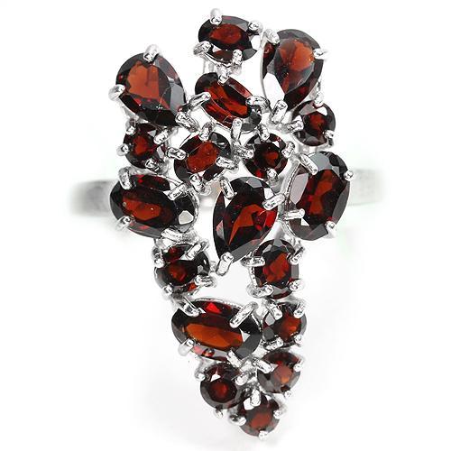 Кольцо. Гранаты натуральные темно красные. Серебро 925.