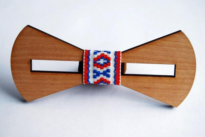 """Деревянная бабочка галстук """"Вишиванка - 2"""" ручной работы, серия Patriot"""