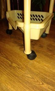 Фото  Этажерка пластмассовая на колесиках