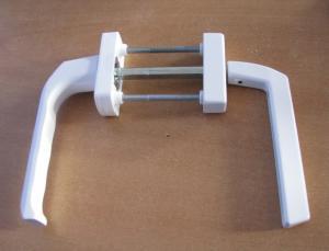 Фото Ручки для окон из ПВХ Ручка балконная двухсторонняя с узкой наружной розеткой.