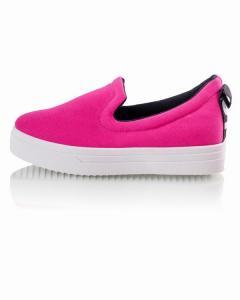 Фото Женщинам, Женская обувь, Женские слипоны Слипоны в ярком розовом оттенке.