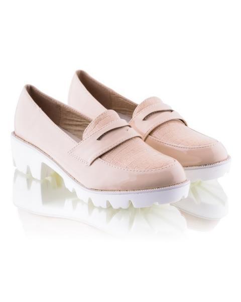 Бежевые туфли на белой подошве