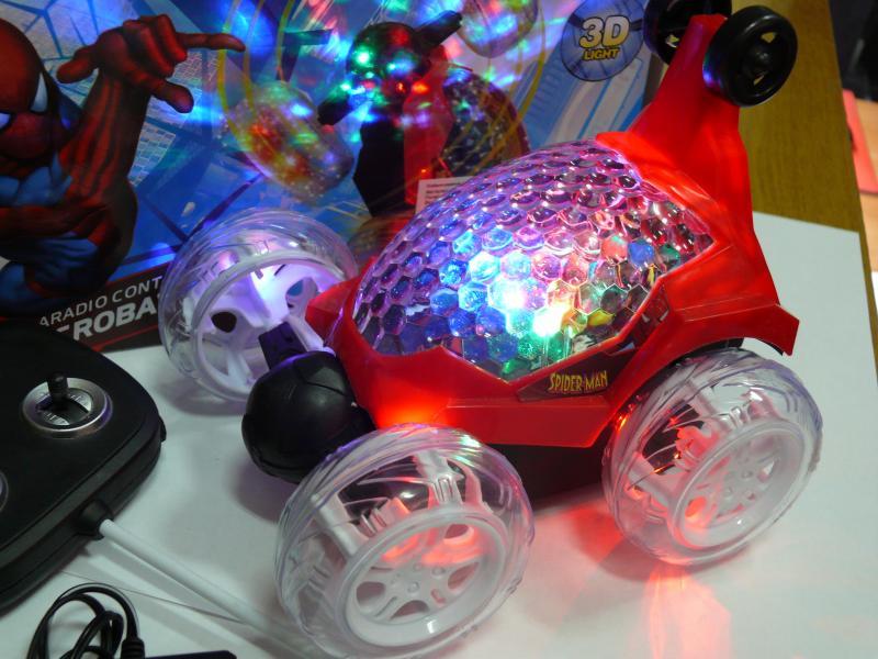 Перевертыш машинка, красная с музыкой и подсветкой, 16 см, № 609.
