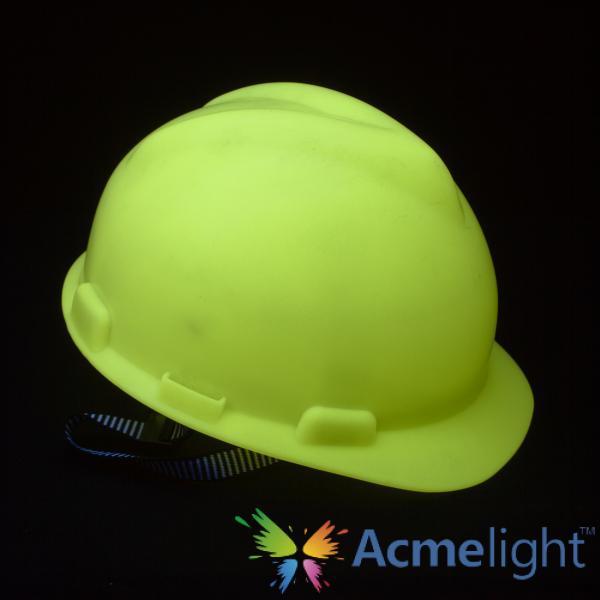 Фото  Светящийся в темноте шлем
