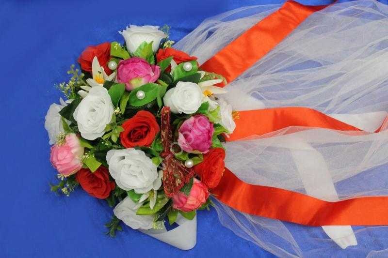 Круг с цветами на капот с белым фатином арт.120-346