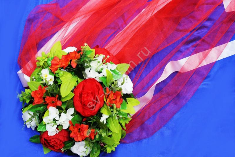 Круг с цветами на капот с красным фатином арт.120-339