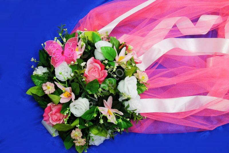 Круг с цветами на капот с ярко-розовым фатином арт.120-342
