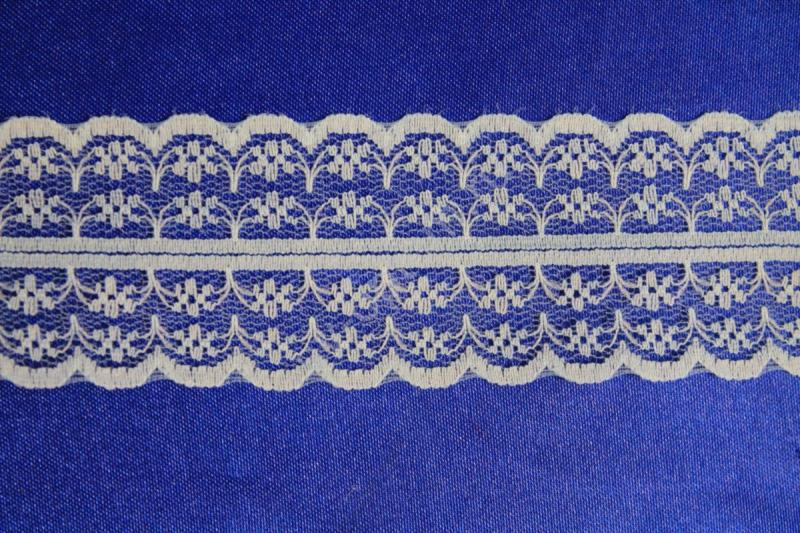 Кружево голубое 300ярдов (274.32 метра),1метр.арт.133-032