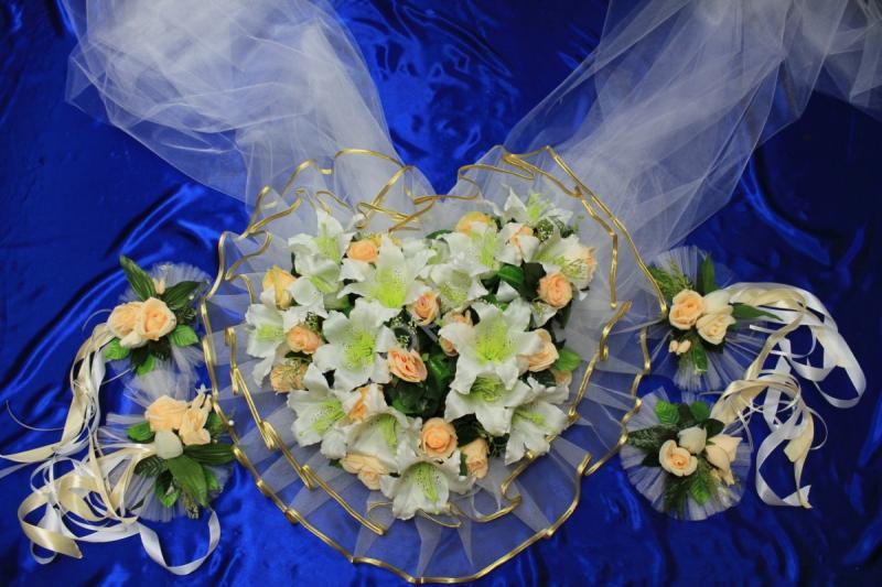 Набор персиковый сердце на радиатор и капот и цветы на ручки арт.119-062
