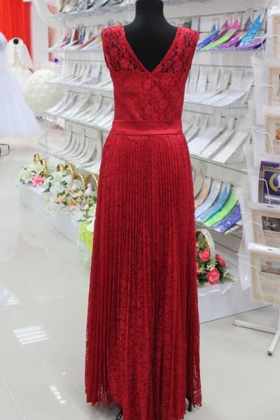 Платье вечернее Вид сзади Цвет: красный. Размеры 38,40,42,44 арт. 012-015